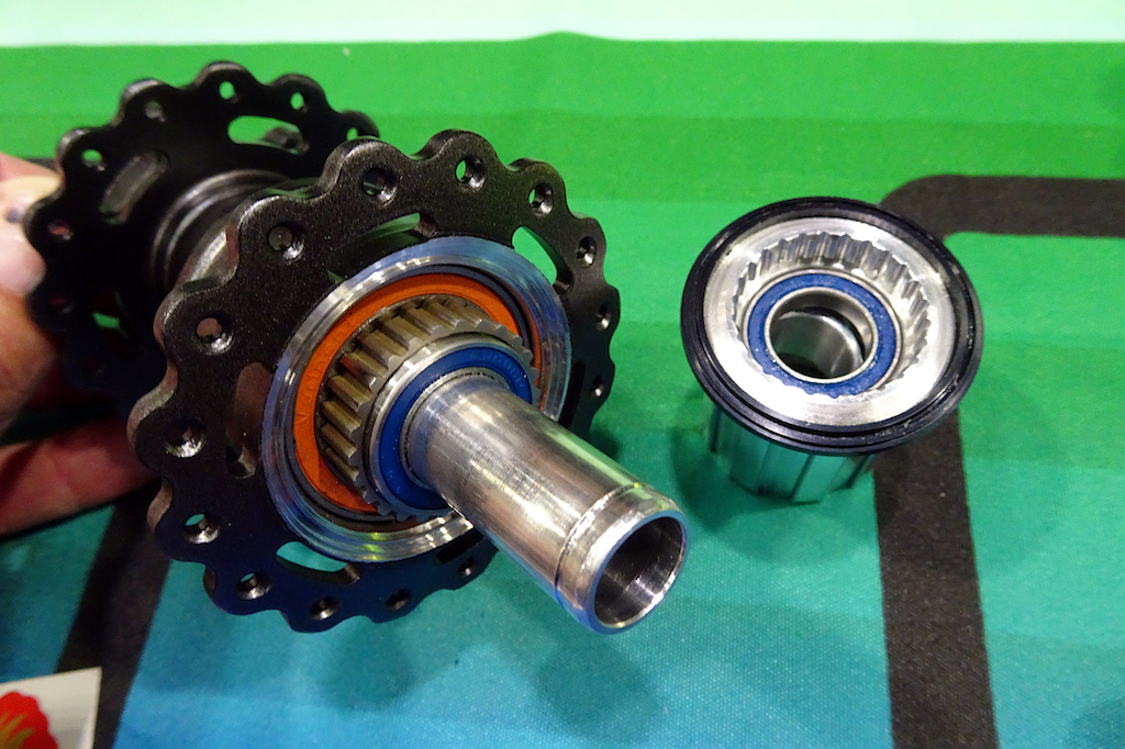 NAHBS 2019 Onyx s new hub uses a spline driver which that can adapt to any style freehub.