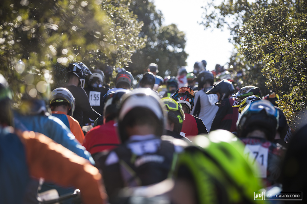 Hundreds of riders waiting for the start of Stage 4.