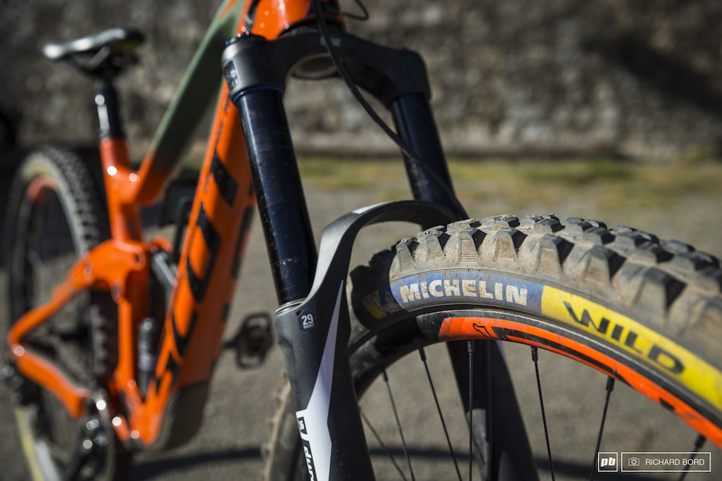 The new Michelin Wild 29 with a DH structure and a very smooth rubber.