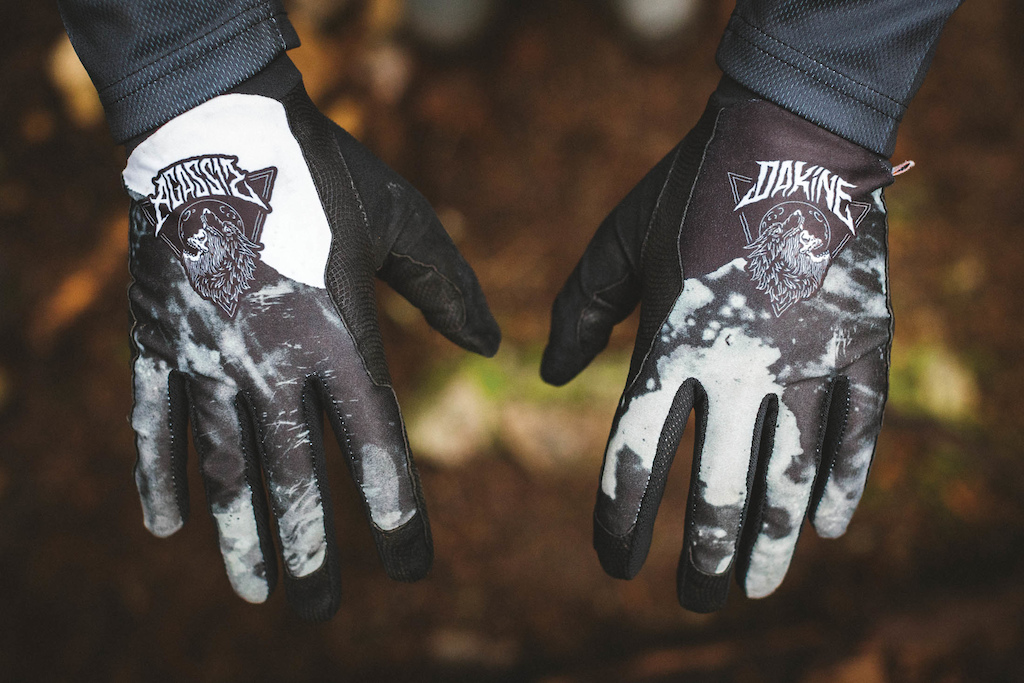 Team Aggy Black Thrillium gloves