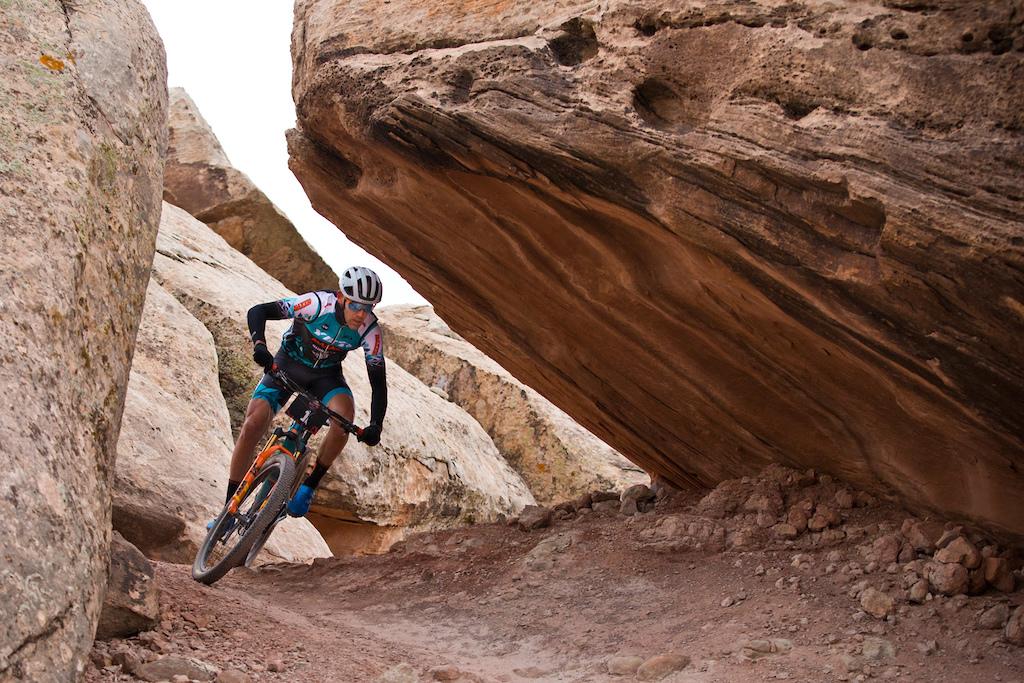 rider Geoff Kabush won Stage 2.