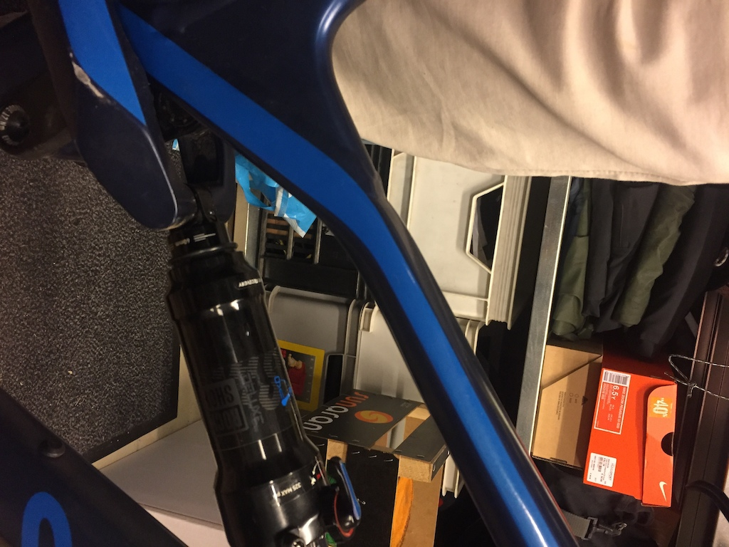 RockShox Deluxe RT 230x60 mm 2018 Bottoms out before reaching the end of it s stroke...