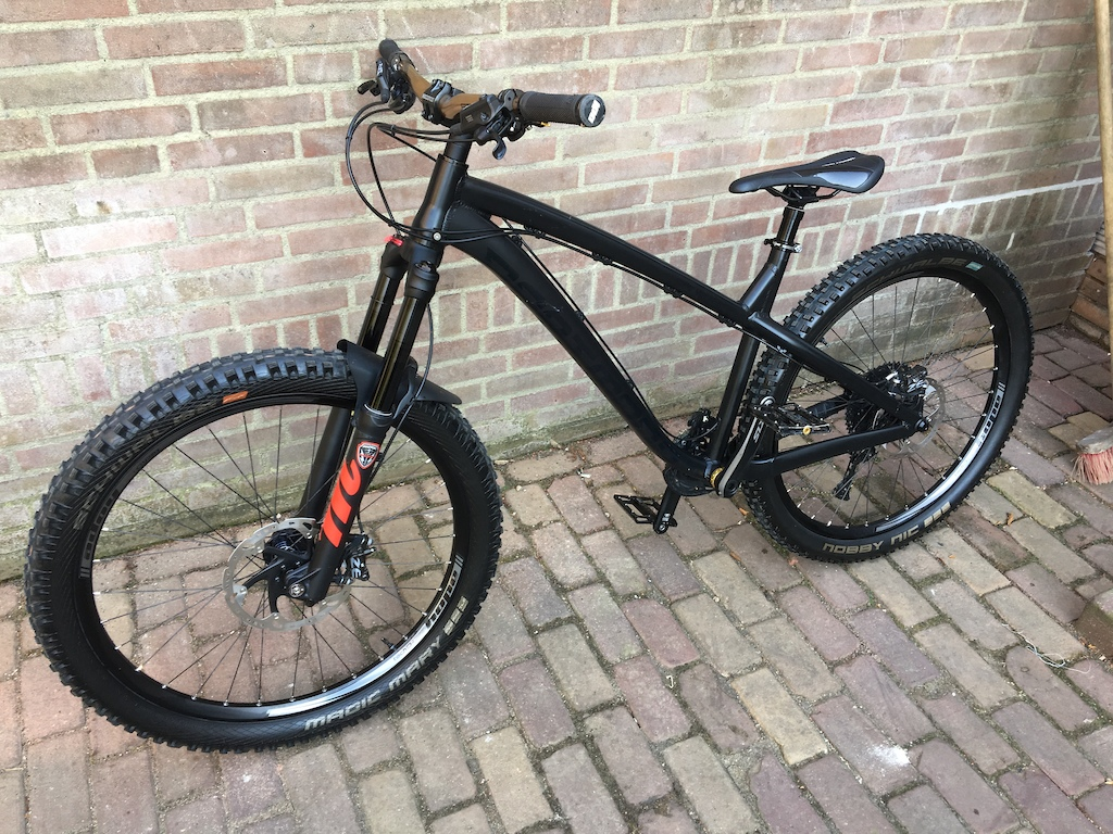 Frame Dartmoor Hornet 2018 L Fork Manitou Mattoc Pro 2 160mm IRT Handlebar RaceFace Atlas Kash Money Grips Odi Ruffian Lock-on Brakes Shimano Zee Rotors Hope Pro 4 203 180 Pedals Superstar Nano Evo X Cranks Shimano SLX Front Sprocket Absolute black Oval 32T Casette Sunrace 11-46 Chain KMC X11-EL 11 Shifter Shimano XT 8000 BB Shimano Saint Hollow tech Wheels Hope Pro 4 DH Wheelset Tires Magic Marry 2.6 F Nobby Nic 2.6 R