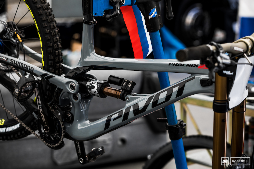 The Pivot Phoenix 29 is one mean looking machine.