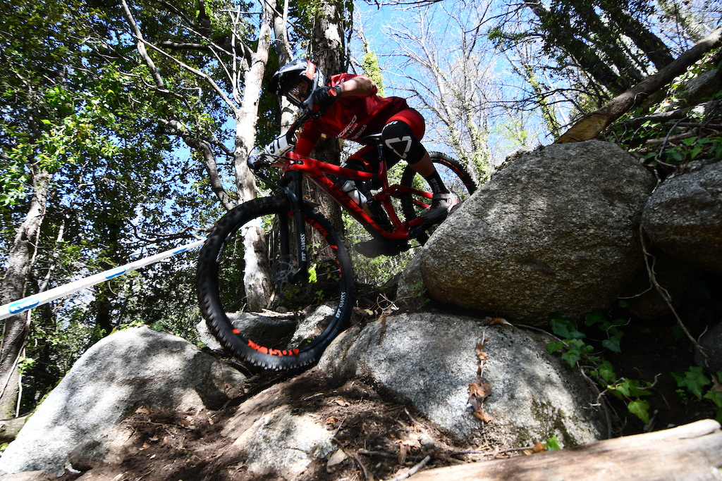 Stage three and four where the gnarliest ones with some big boulders and rockgardens to overtake Caro sending it without hesitation