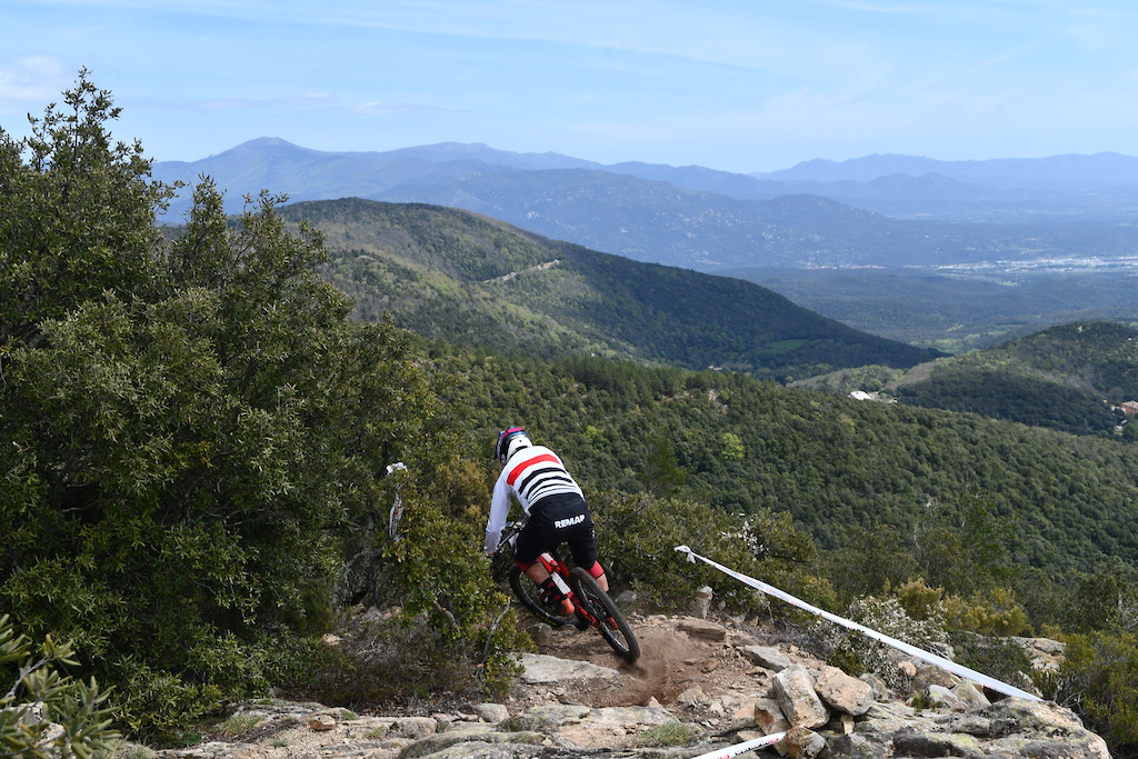 Amazing landscapes on the frist switchbacks of the fourth stage but riders need to keep their eyes on the trail