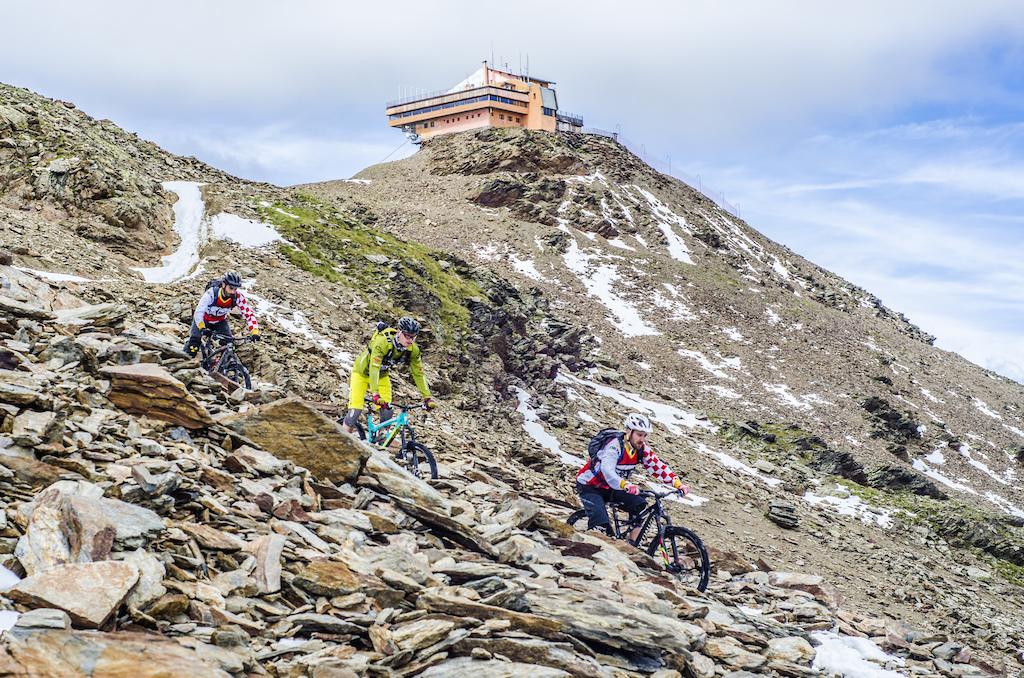 Riding down from Bormio 3000 to Santa Caterina Valfurva