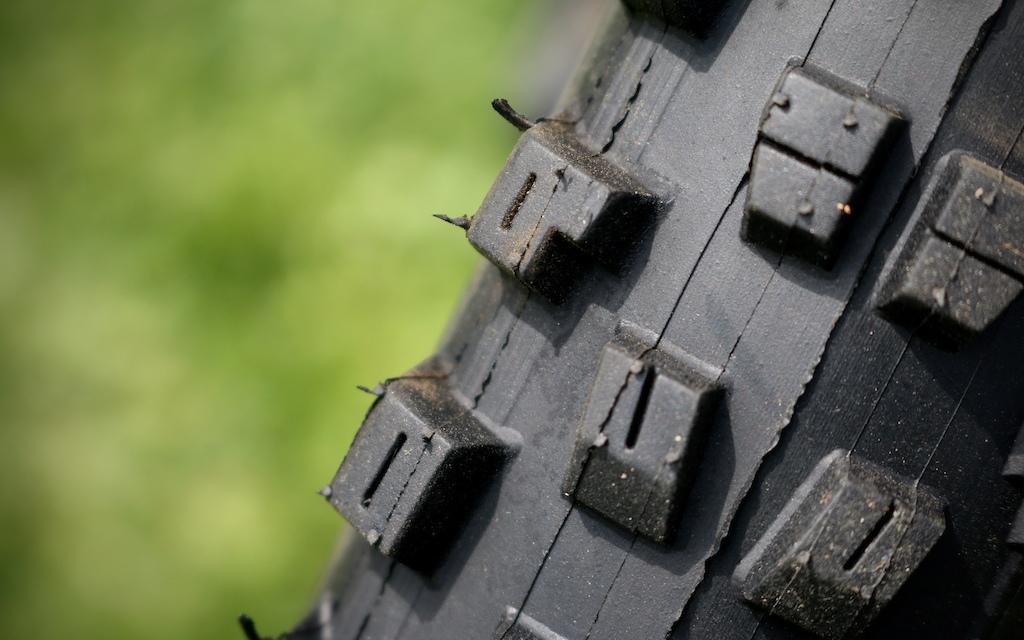 Vee Tire Co. Flow Snap WCE