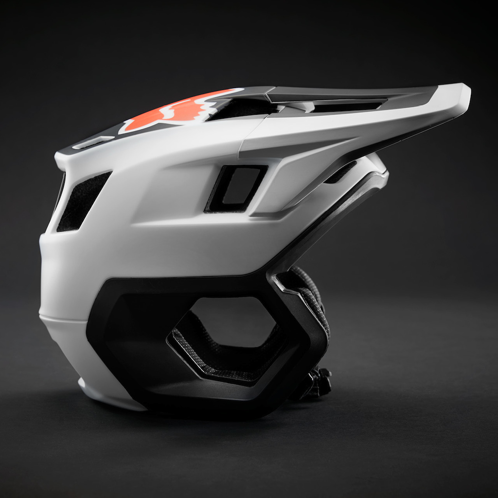 The all new Fox Dropframe trail helmet designed for those who want M.O.RE. from their helmet. More coverage more confidence more fun.