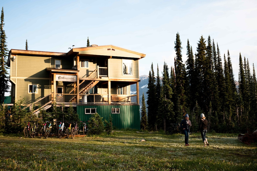 Sol Mountain Lodge - cozy secluded lodge in the alpine where gourmet meals and cool drinks await!