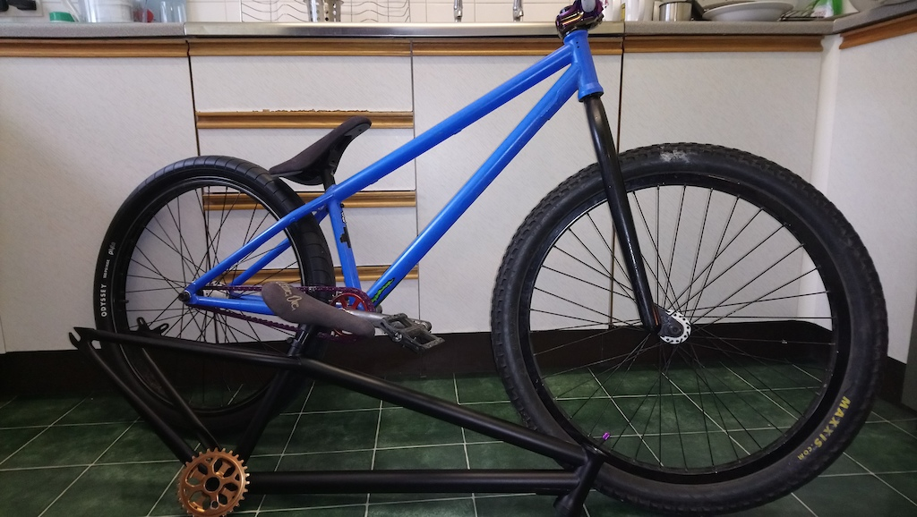 New build project Giving 24 inch a try the Mutant bike blue was a straight swap for my P66. All the parts are going on the Octane One Spark frame. Still need BB bars tyres an a rear hub