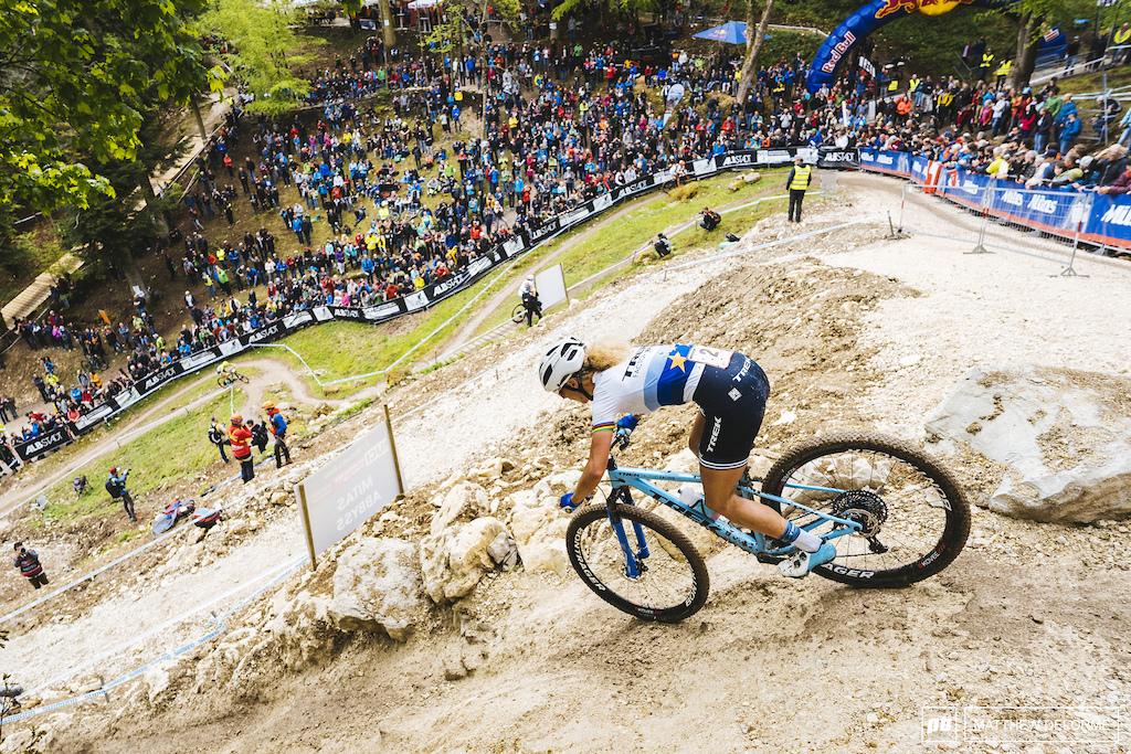 Jolanda Neff took advantage of the dropper when things got steep or slick.