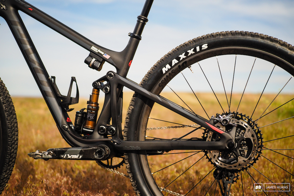 Out back is yet another iteration of the dw-link rear suspension design that has adorned every Pivot full-suspension bike since the company was founded in 2007.