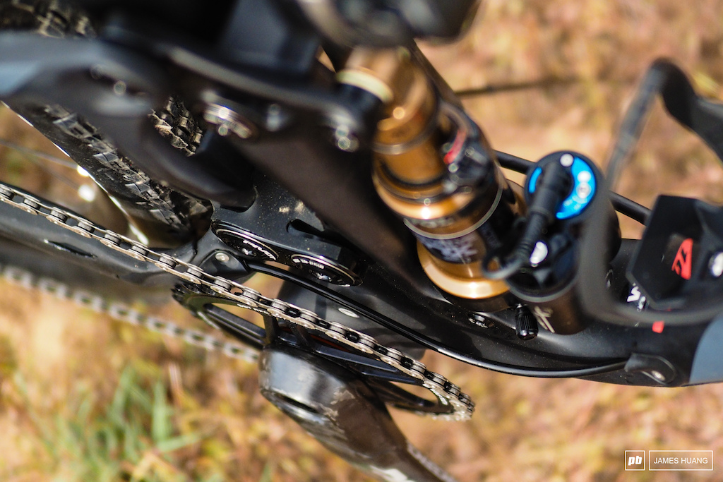 The new Mach 4 SL is designed specifically for 1x drivetrains which allowed for wider suspension links wider bearing spacing and neater routing for the rear derailleur housing.
