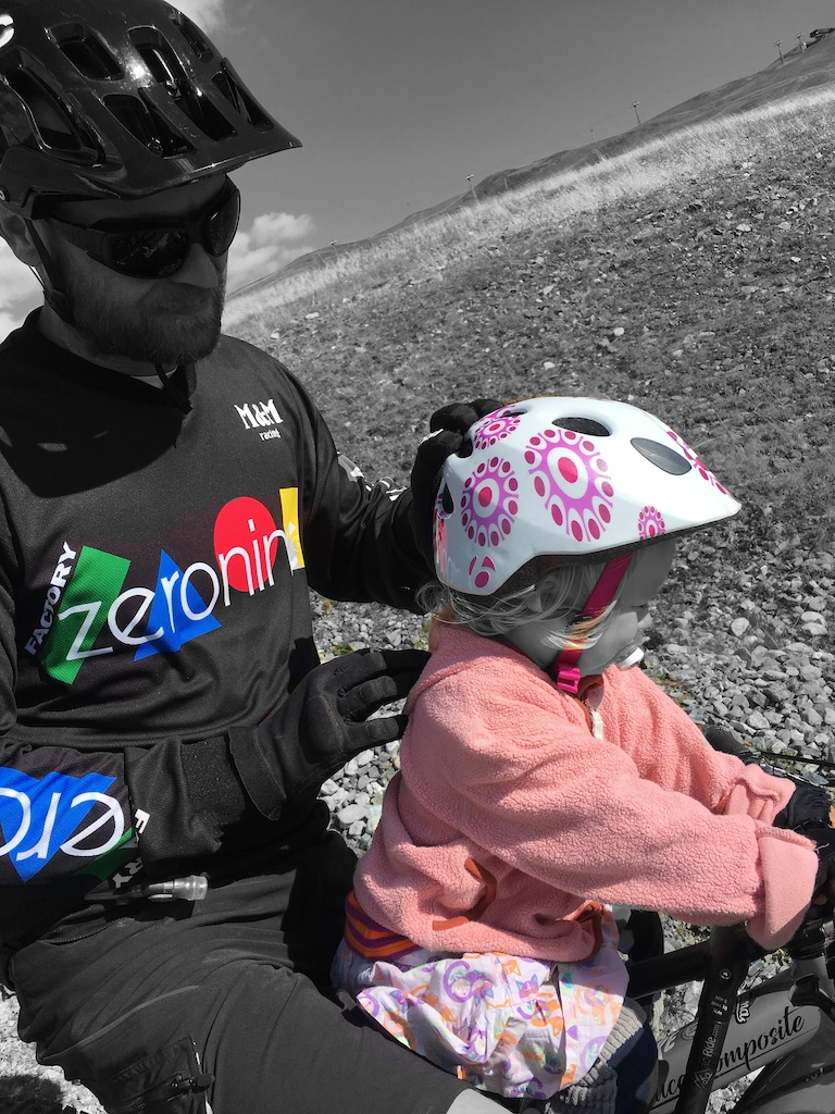 havin pure fun on the 22km long panoramic trail at Motolino Bikepark with my 2 1/2 year old kid