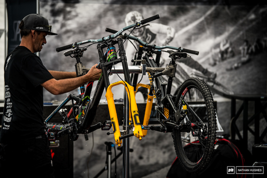 Jack Roure gets ready to complete Loic s Specialized build with his unique yellow Ohlins lowers.