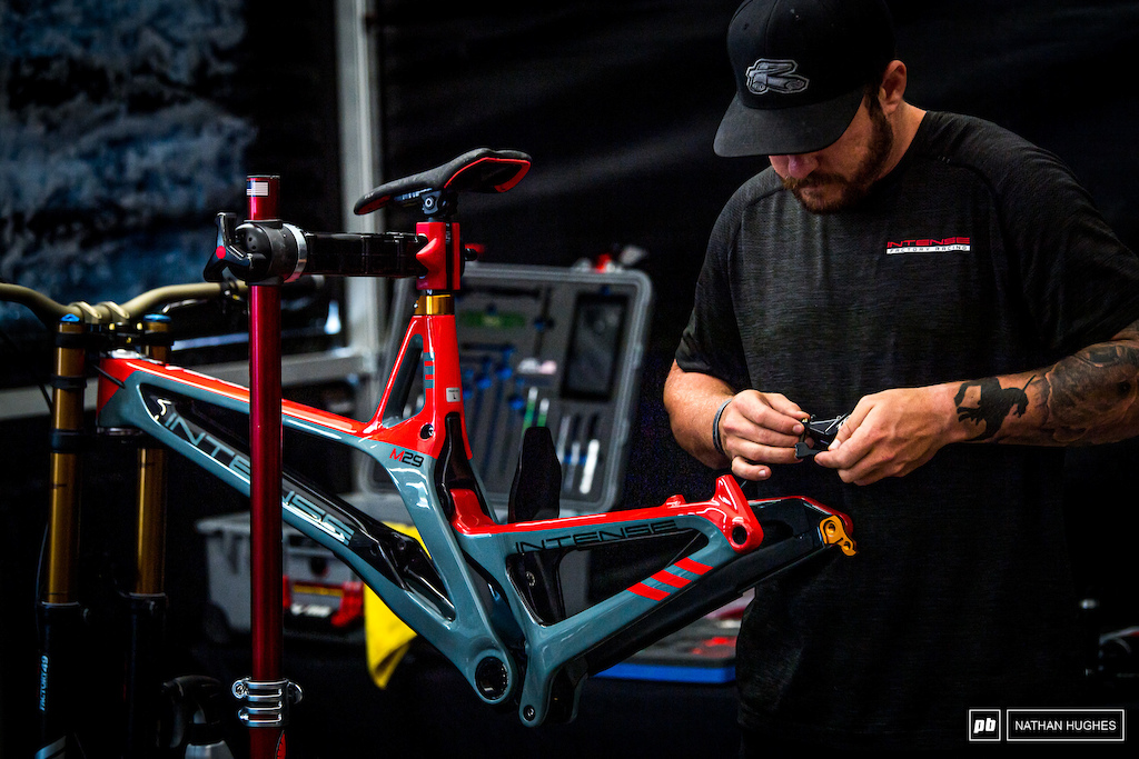 John Hall with the end on site on Aaron Gwin s bike build with the new color-way.