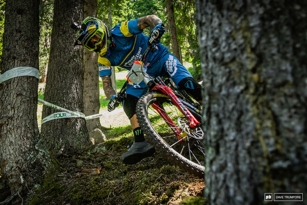 Sam Hill dropping a foot and showing the loam who s boss on the fresh cut Stage 3.