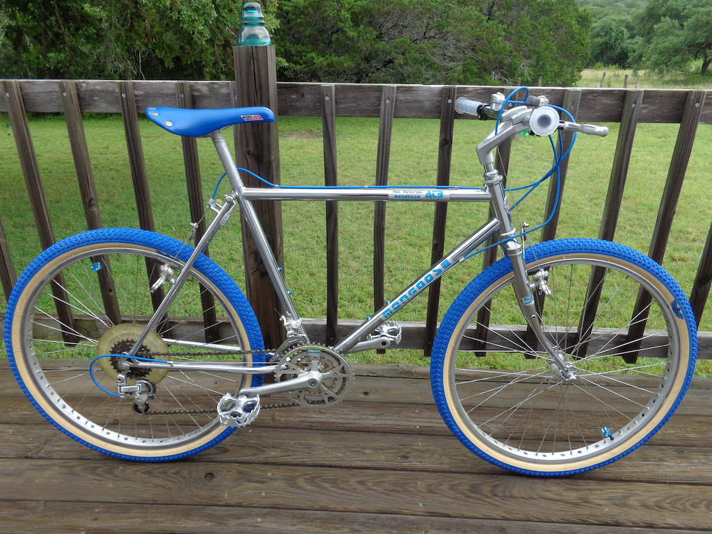 Rainy day today, doin' some updates to my 80's bikes...New grips, saddle, pedals, tires & bottle cage screws