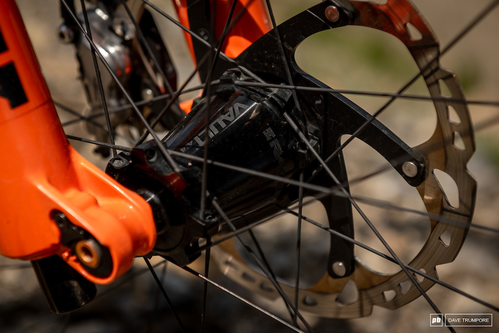 Remi Gauvin s Rocky Mountain Instinct - Raceface hubs and rims