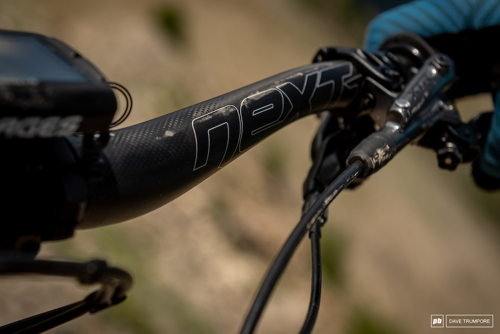 Remi Gauvin s Rocky Mountain Instinct - Raceface carbon bars