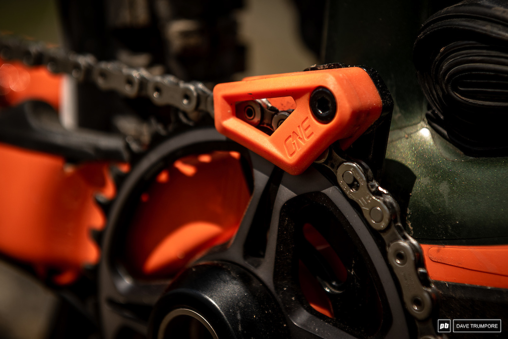 Remi Gauvin s Rocky Mountain Instinct - One Up chain guide