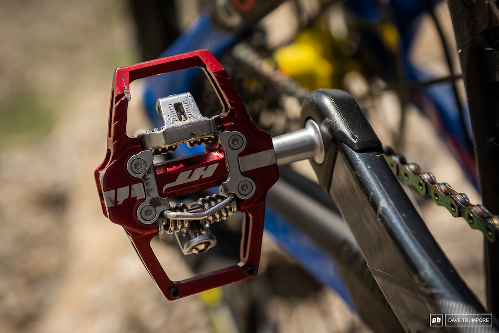 Isabeau Courdurier s Intense Carbine - Optinf for the smaller HT pedals