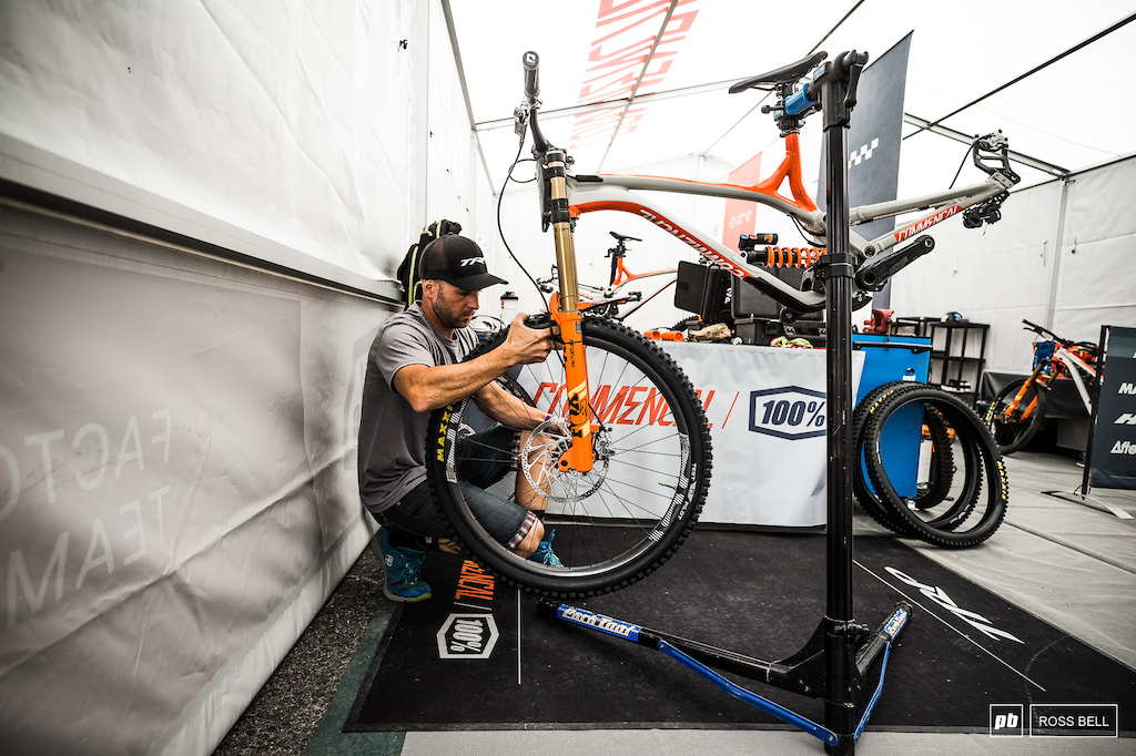 The final steps of a rebuild in the Commencal 100 pits.