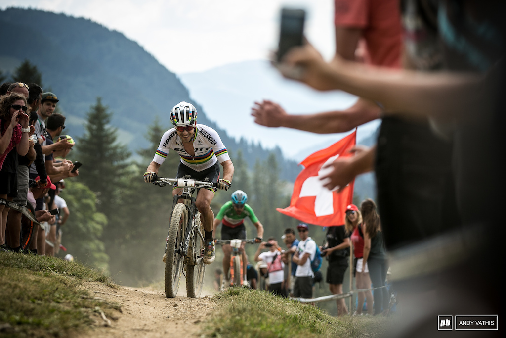 Schurter pulling away from Kerschbaumer on the final lap.
