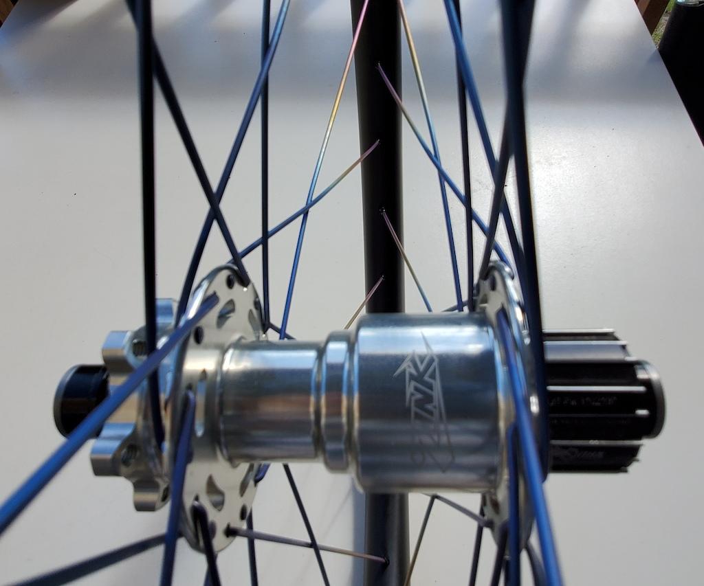 Onyx single speed Zink hub titanium spokes 26 nextie rims 950g.