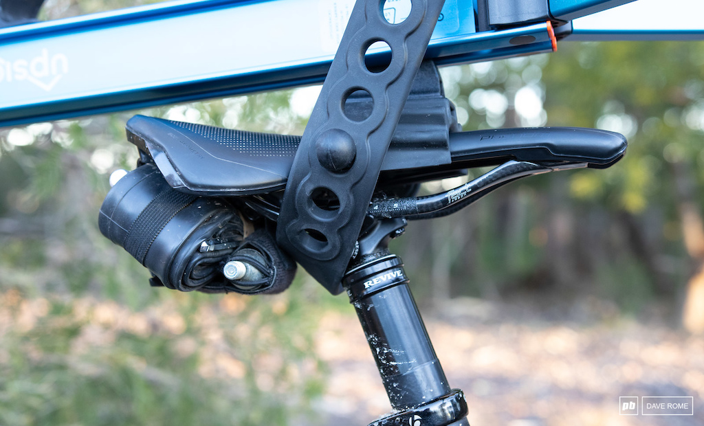 The saddle mount has potential to cause issues with some accessories but as you can see here it s fine with accessories that attach to the rear of the saddle.