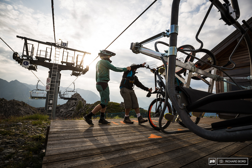 Two chairlifts meant only 600 m pedaling up during all the week-end.