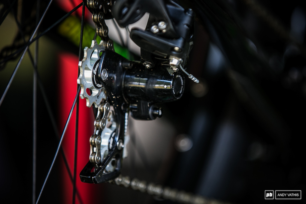 CNC machined Hope derailleur pulleys are a thing of beauty.