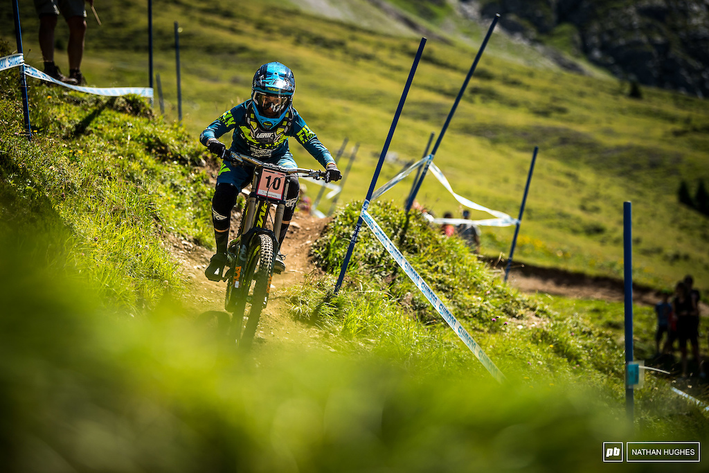 Emilie Siegnthaler was the top Swiss rider, landing in a podium position for the qualies.