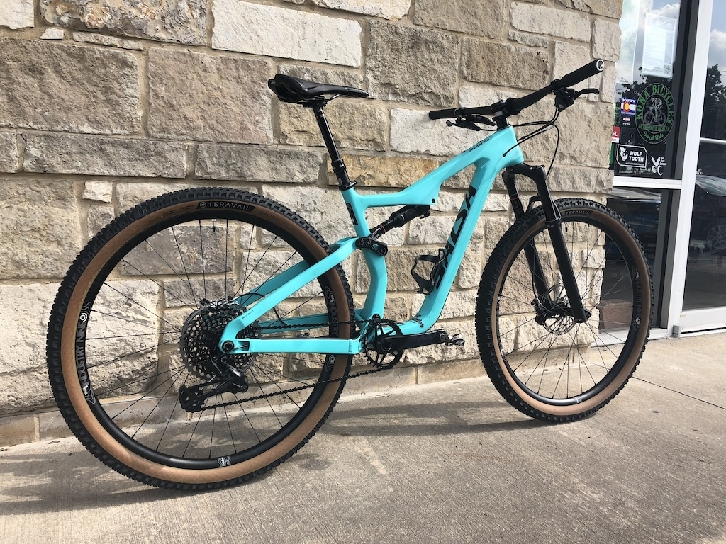 The lastest build. Salsa Spearfish Carbon XX1 X01 drivetrain Guide RSC Brakes Renthal limited edition stealth bars ANVL Swage 50mm stem Teravail Honcho and Ehline tires Industry Nine Trail S with hydra hubs