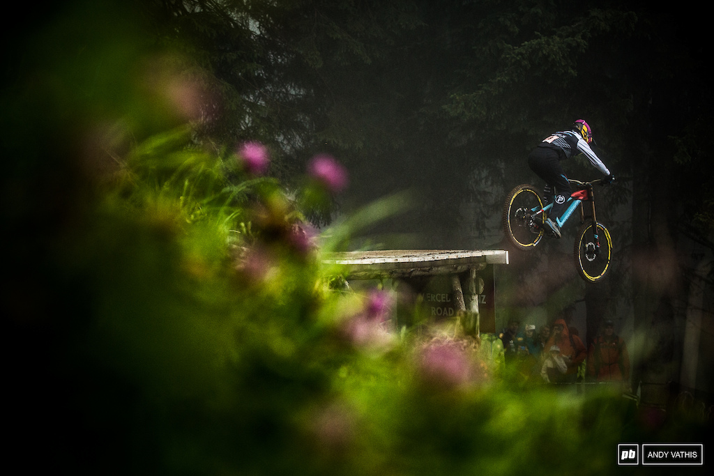 Eleonora Farina had a heartbreaking run in Val Di Sole with a mechanical ending her hope for a podium finish. The weather today didn't make it any easier either. She'd finish just off the podium.
