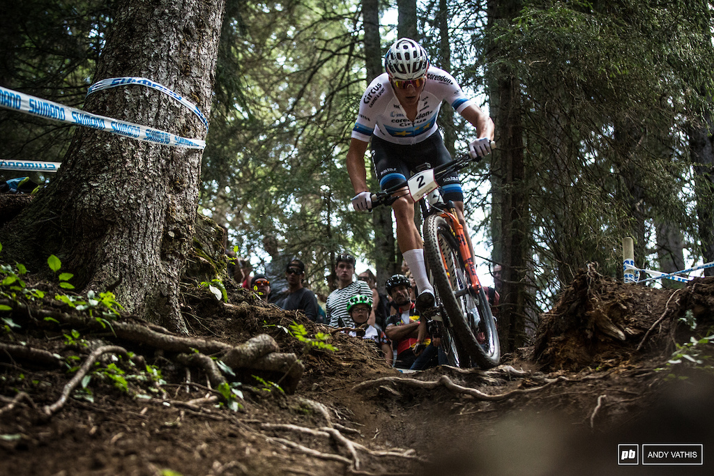 Mathieu van der Poel added to his already amazing season today. He was battling right at the front from the very beginning of the race with Nino Schurter and did not let up, even after a new attempted attacks.