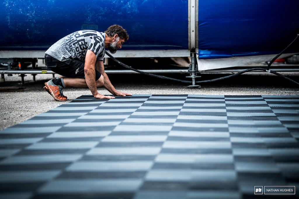 The MS behind the Mondraker team chipping in with the new floor for the gigantic 2019 pit set-up