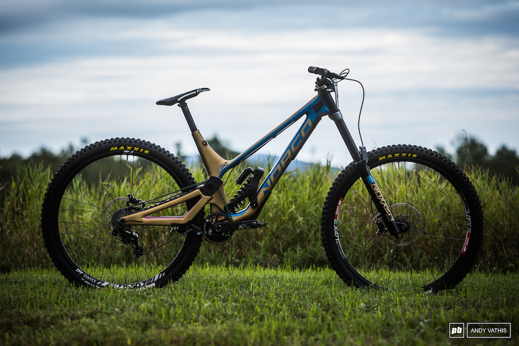 Sam Blenkinsop s Norco Aurum HSP. Throwback colorway from their first DH bike.