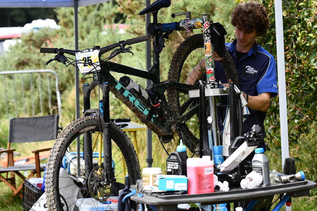 Chainreaction Belfast as usual providing mechanical services for all riders on the races