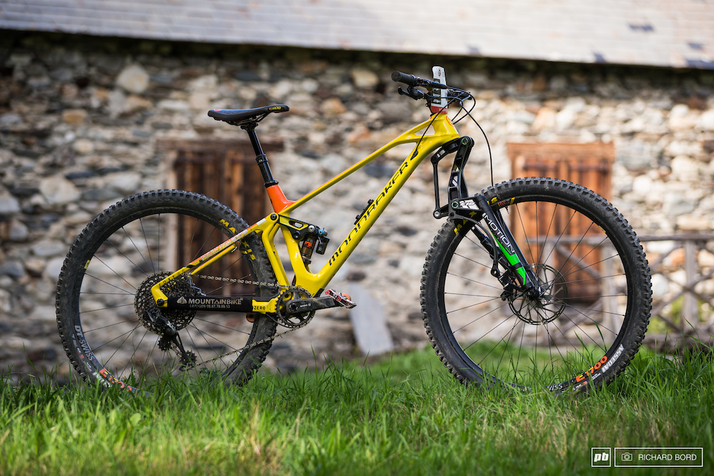 This Mondraker Foxy RR was ridden by Pierre Real. It was his 3rd race with this 160mm motion fork and seemed to like it.