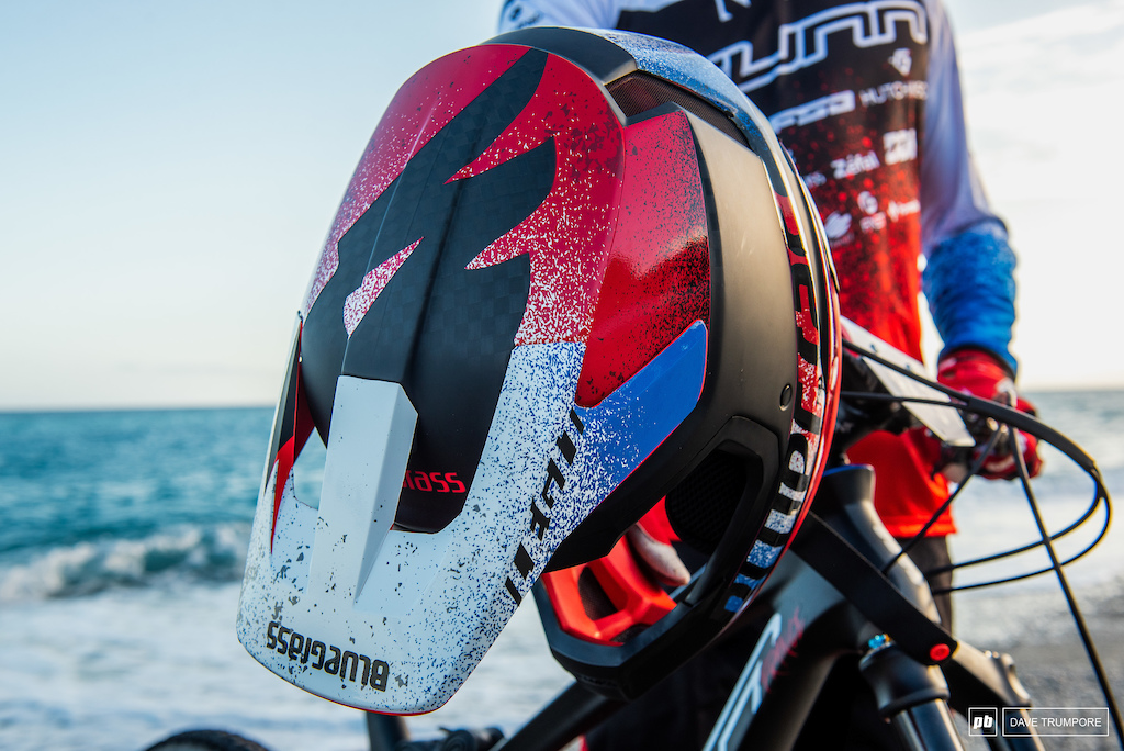 EWS Trophy of Nations - Kevin Miquel s SUNN Kern and custom Bluegrass Eagle helmet