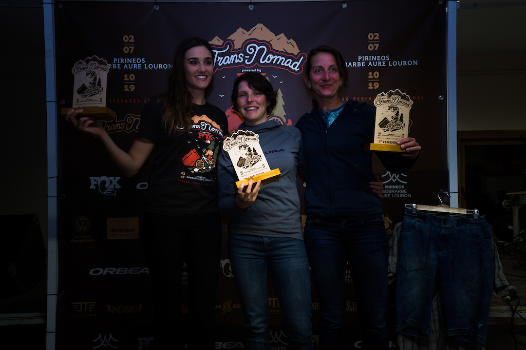 The female winners. Photo by Juanjo Otazu de indomitvisual