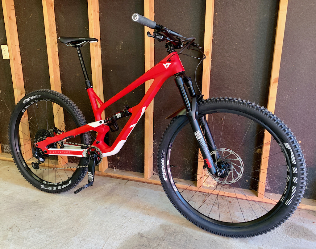 2019 YT Jeffsy CF Pro shown with a 210mm OneUp dropper post.
