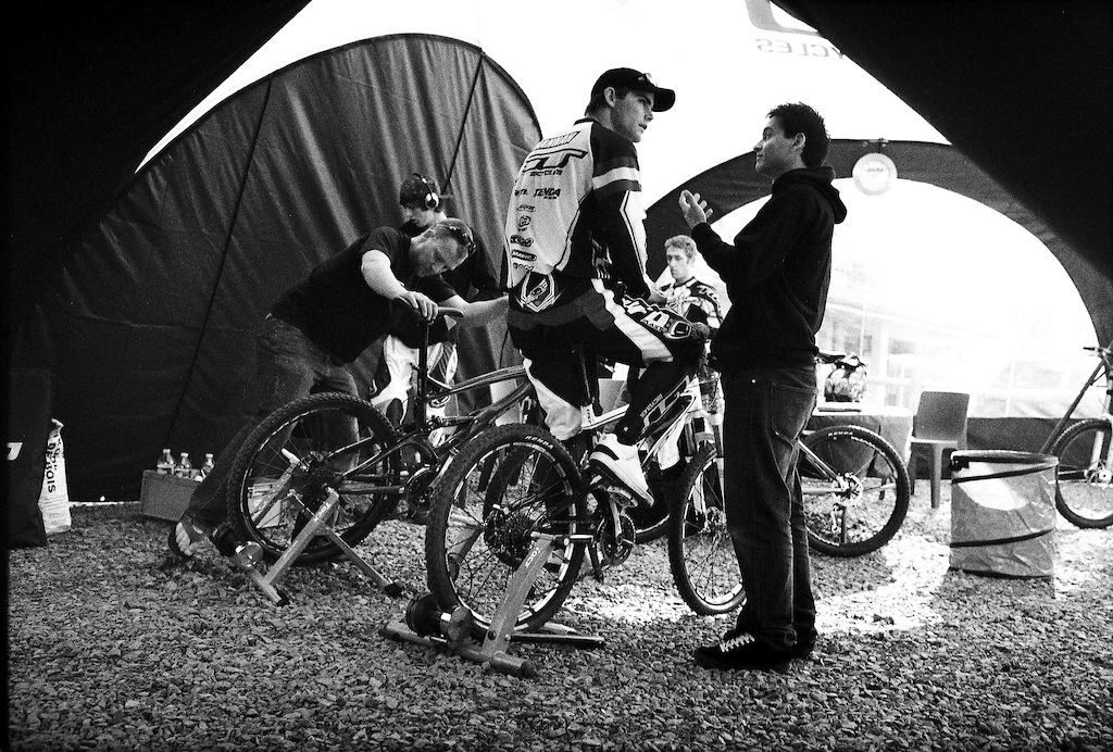 Mick Hannah warming up under the GT team tent. Marc Maurissen Kevin Aiello Marc Beaumont and Terry Chanethomvong next to Mick .