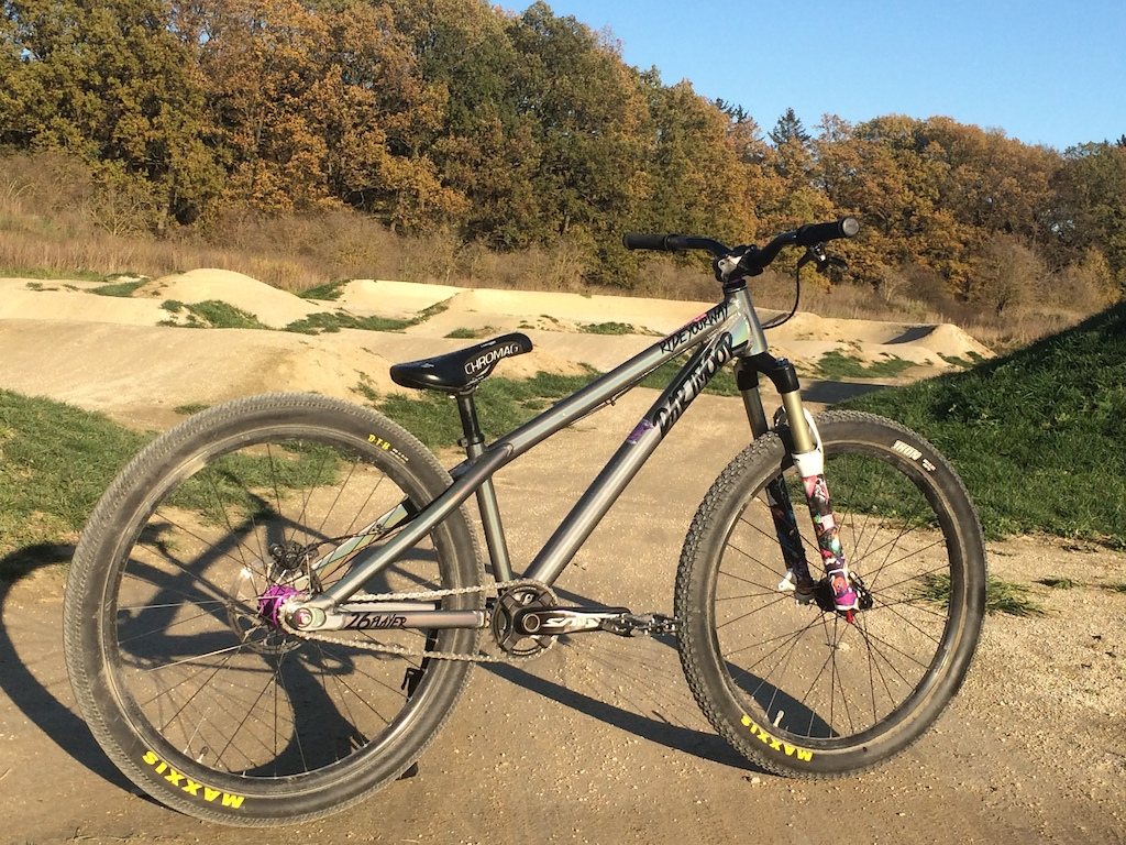 Frame Dartmoor Two6Player 2016 size Long Fork Rock Shox Argyle RCT solo air 100mm Headset Cane Creek Forty 1 1 8 Handlebar Other Commencal 30mm riser cut down to 720mm Stem Truvativ Holzfeller 40mm Grips Sensus DISISDABOSS Brakes Shimano Deore M6000 Sram Centerline 160mm rotor Ice Tech metallic pads Brake Levers Shimano Deore M6000 Cranks Shimano Saint 165mm 68 73 Chainrings Sprocket Other Darmoor Totem 32t Bottom Bracket Shimano 68 73 Chain KMC singlespeed chain Cassette Rear Cog Other 13t cog singlespeed Pedals Chromag Contact Front Rim Other Commencal DJ front wheelset 26 23mm inner width - 30mm outer 32 holes Rear Rim Other Remerx Bravedisc 26 23mm inner width - 30mm outer 32 holes Hubs Hope Technology Pro 4 Trial SS rear hub 10x135 stock Commencal DJ wheelset 20x110 hub Spokes DT Swiss Competition Spokes DT Swiss Brass Nipples Front Tire Maxxis Ikon 2.2 26 folding Rear Tire Maxxis DTH 2.15 26 folding Saddle Chromag Overture Semenuk Seatpost Other 27 2 Seatpost Clamp Other Dartmoor Loop 31 8 bolted Weight 11 30 KG