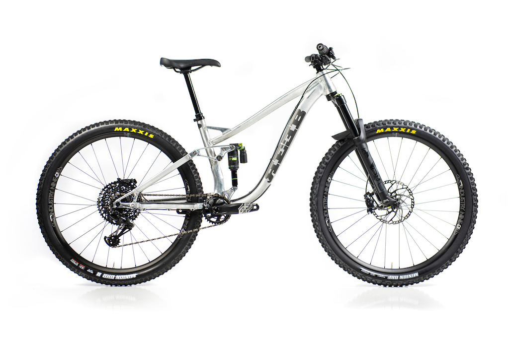 The 2020 SQWEEB v3 in Short Travel mode. Led by the modular shock mount the frame can be configured as 130mm travel or 150mm travel without changing rear end geometry. https reebcycles.com sqweeb-v3