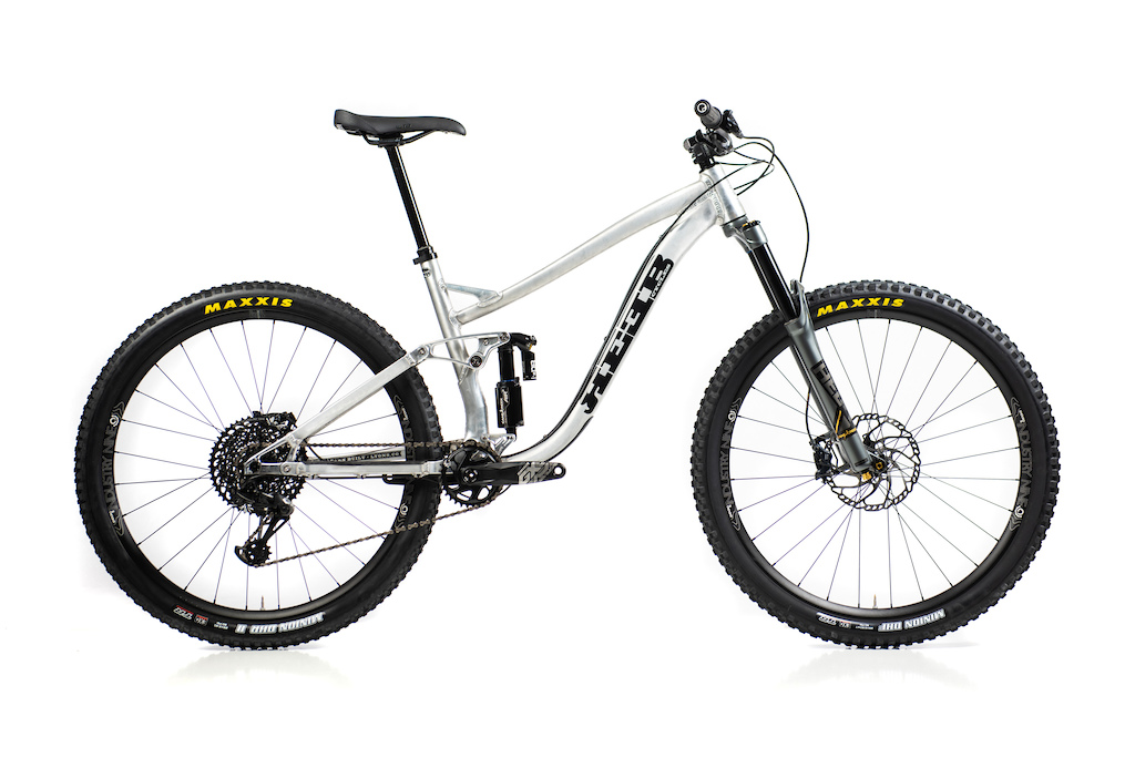 The 2020 SQWEEB v3 in Long Travel mode. Led by the modular shock mount the frame can be configured as 130mm travel or 150mm travel without changing rear end geometry. https reebcycles.com sqweeb-v3