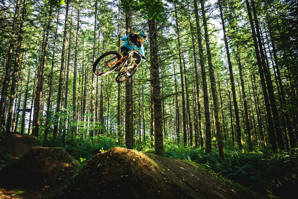 Cody Kelley flew out to the PNW to join us in filming his second PNW Components video. Our fourth day of filming was spent at the Summit Ridge Bike Park in Black Diamond WA. Photo by Trevor Lyden