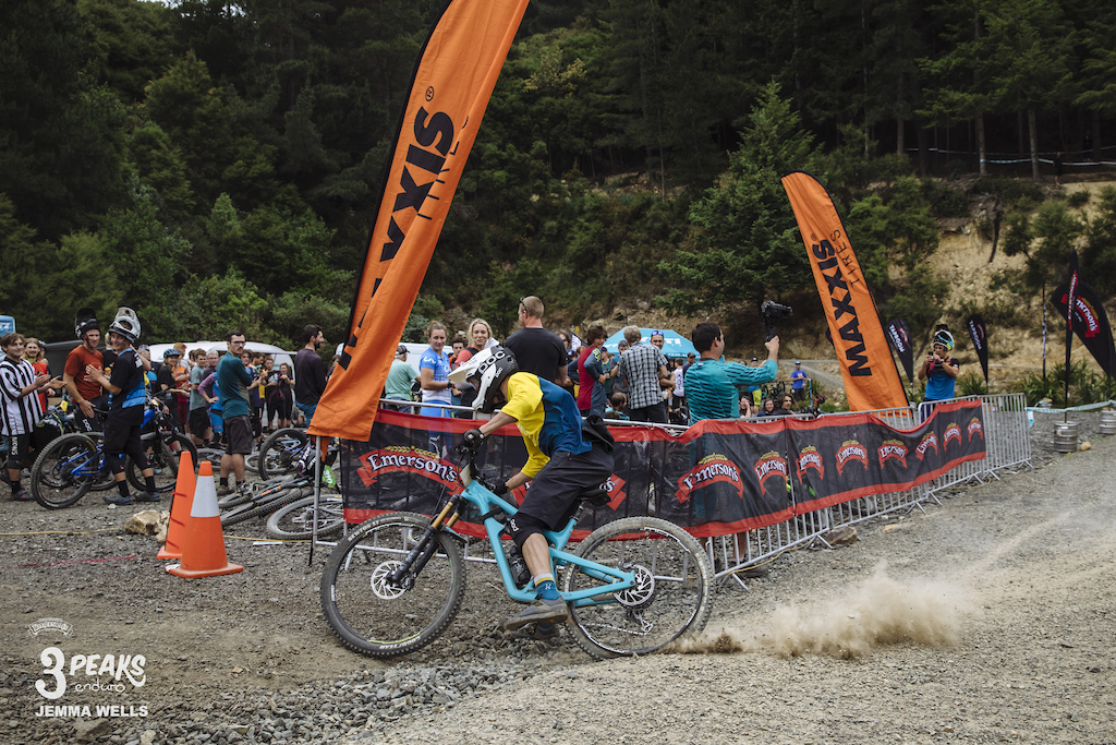 A flat tyre proves to be no problem for Charlie Murray as he celebrates the final few metres of the Emerson s 3 Peaks Enduro.